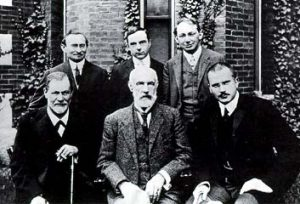 sfreud_stanleyhall_cgjung_in_front_of_clark_university_1909